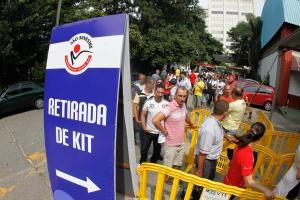 Entrega de kit e chip, no Ginásio Estadual Geraldo José de Almeida, Ibirapuera, em São Paulo, aos atletas participantes da 88ª Corrida Internacional de São Silvestre 2012, que acontece no dia 31 de dezembro.